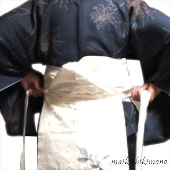 "Tie another ""karihimo"" around the waist"