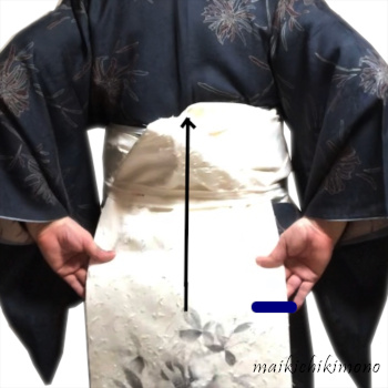 """Fold up the obi from the 2nd """"karihimo"""""""