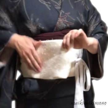 "Tie the ""karihimo"" firmly on the obi"