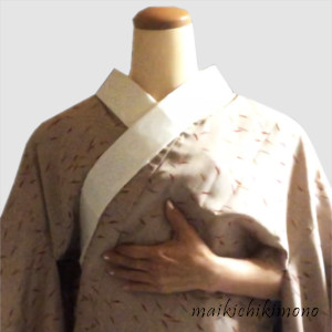 hold the collar and the back seam