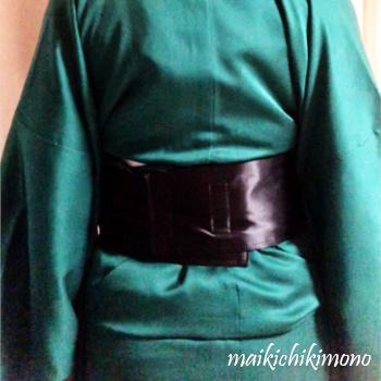 Wrap the belt around the waist