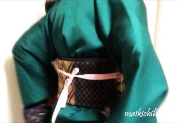 temporarily tie sanjuhimo on obi at the back